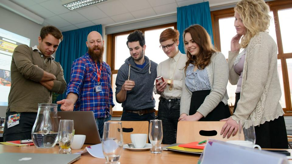 Studenti s Thomasem Müllerem při projektu PRESSpektivy